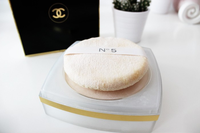 CHANEL No. 5 after bath pressed powder