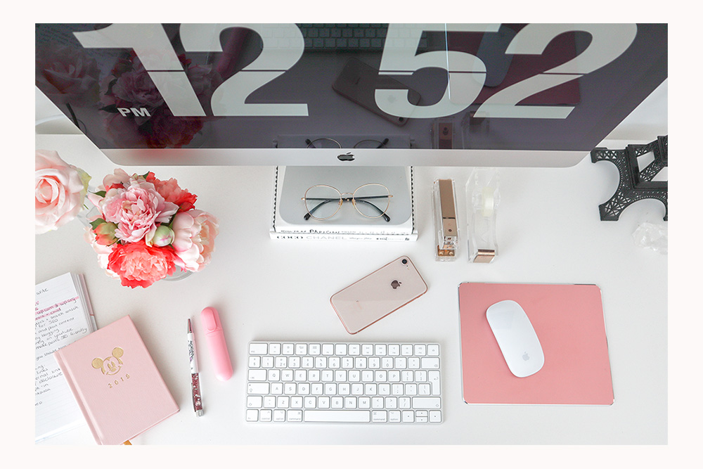 Blogging setup: aesthetically pleasing flatlay of a desk with pink details